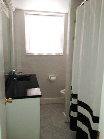 Gulf Winds Resort Condominium: unit 1501 bathroom