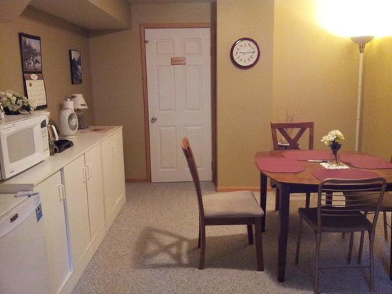 Farview Bed and Breakfast: Basement suite