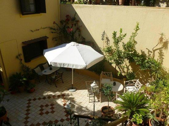 Petrino Boutique Hotel: patio