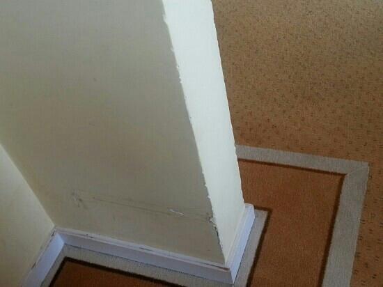 Hotel Regina: etat des murs de la chambre