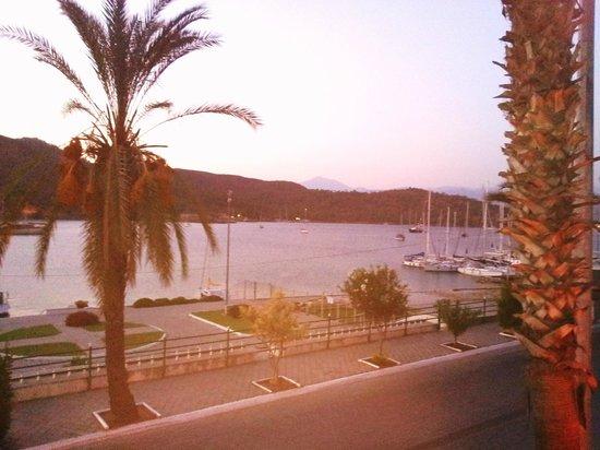 فيلا دافوديل - فئة خاصة: View across the bay from the hotel bar area