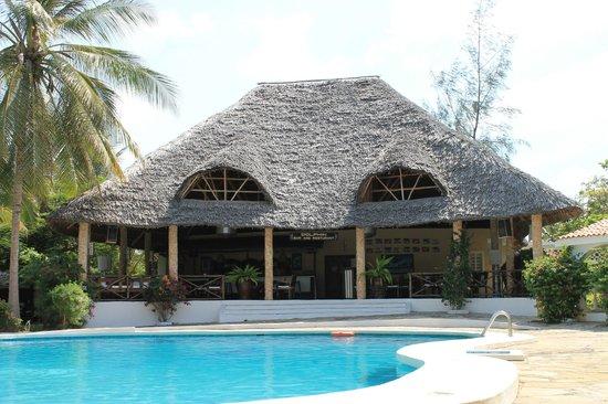 Villas Watamu Resort : Piscina e Ristorante