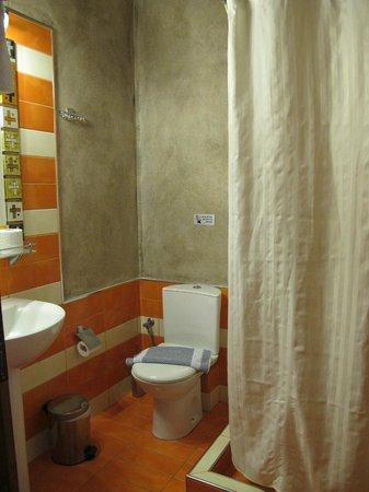 Antonia Hotel Santorini: 乾淨的衛浴