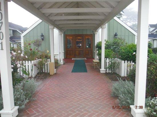 Hill House Inn: Entry