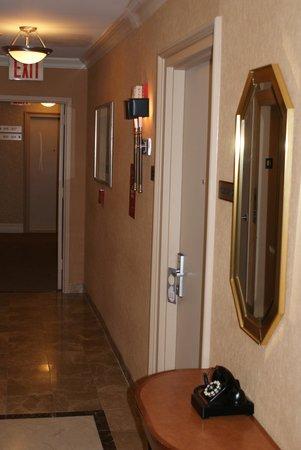Hotel Metro: Hallway leading to bedrooms
