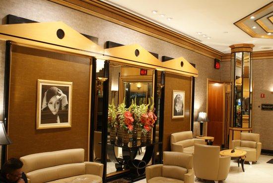 Hotel Metro: Reception Lobby