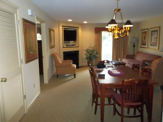 The Colonies at Williamsburg Resort: Living/Dining room