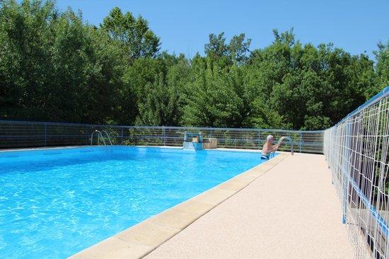 Camping Arc en Ciel : piscine