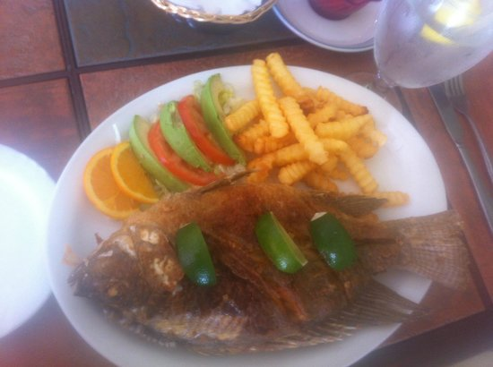 Fried fish mojarra frita picture of mariscos azteca for Fried fish restaurants