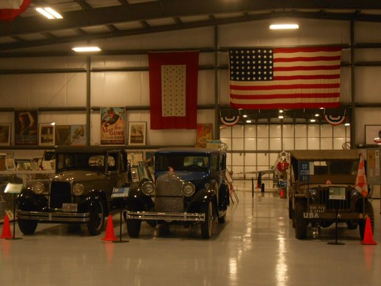 Warhawk Air Museum: Old Cars