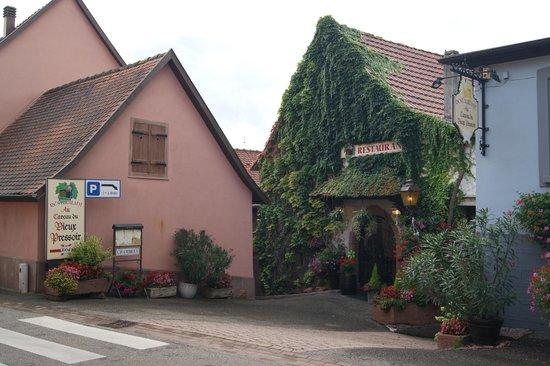 Au Caveau du Vieux Pressoir : Vue extérieure