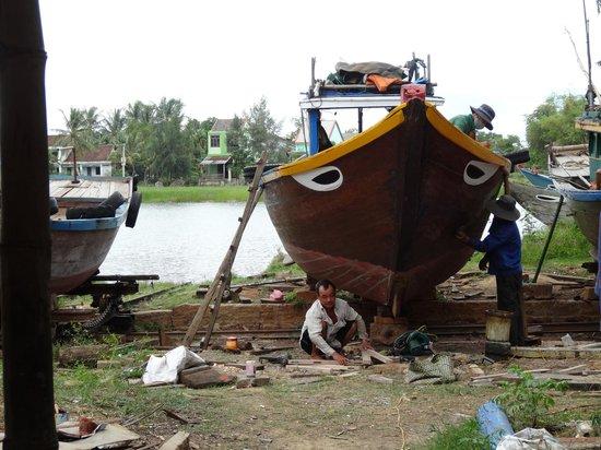 Kim Bong Carpentry Village: boat