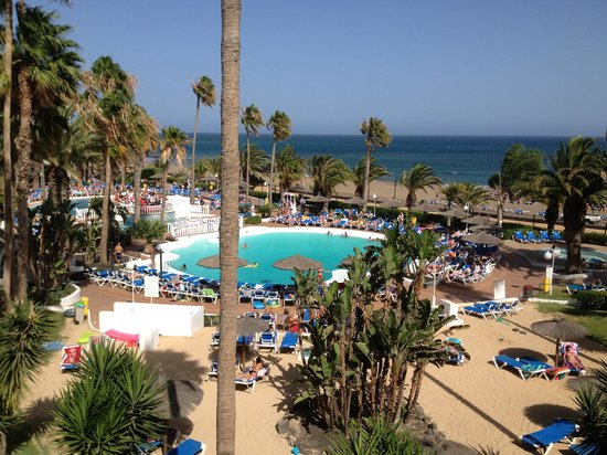 Sol Lanzarote All Inclusive : Pool and mini beach view