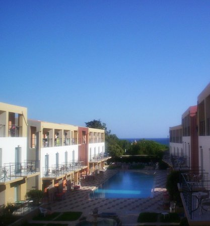 Sunrise Village Hotel : wiew of the pool