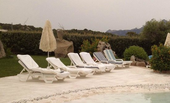 Hotel Pulicinu: Die Tücher der Liegen wurden nur auf Anfrage gewechselt