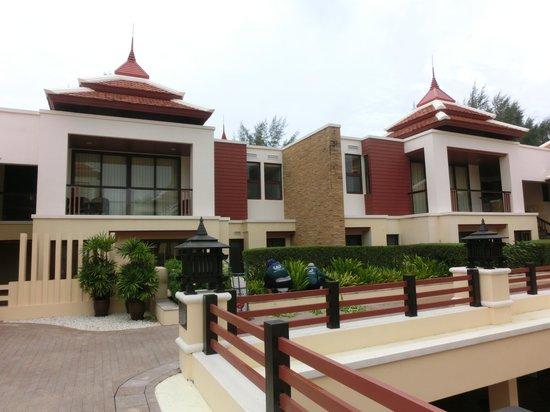 Movenpick Resort Bangtao Beach Phuket: View of Hotel Exterior - Spacious Nice Villas and Nice Garden Landscaping