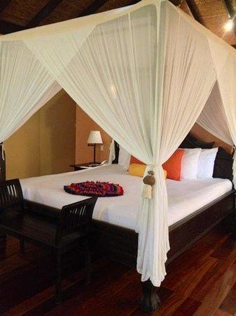 Rio Celeste Hideaway Hotel : romantic bed in our villa