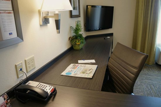 Candlewood Suites Harrisburg Hershey: Work Space in Suites