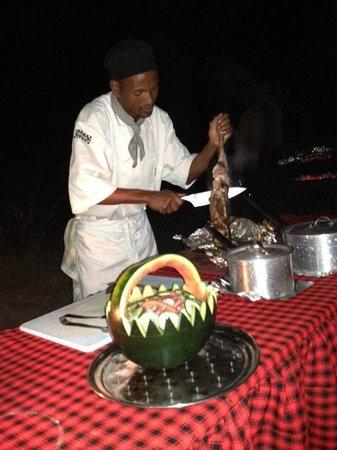 Loyk Mara Luxury Camp: bush dinner)))