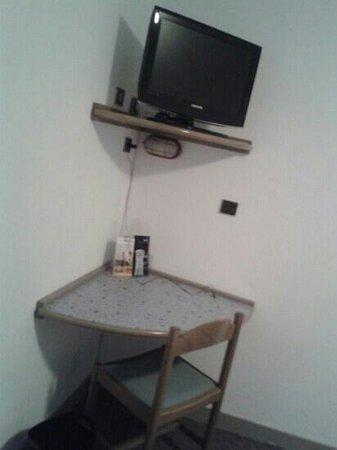 Hotel du Moulin: télé bureau