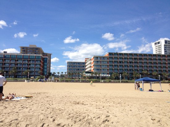 Holiday Inn & Suites North Beach: Hotel from the beach