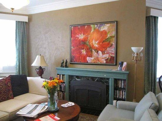 Frederick Street Inn: living room