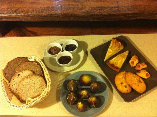 Corte del Sasso Room and Breakfast: Colazione di fine estate