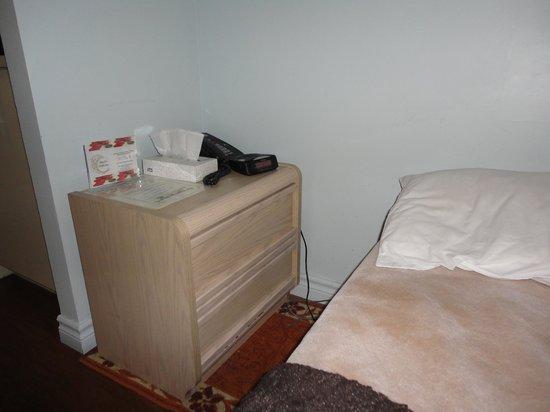 Hotel Montreal Espace Confort: Habitacion nº405 muy pequeña