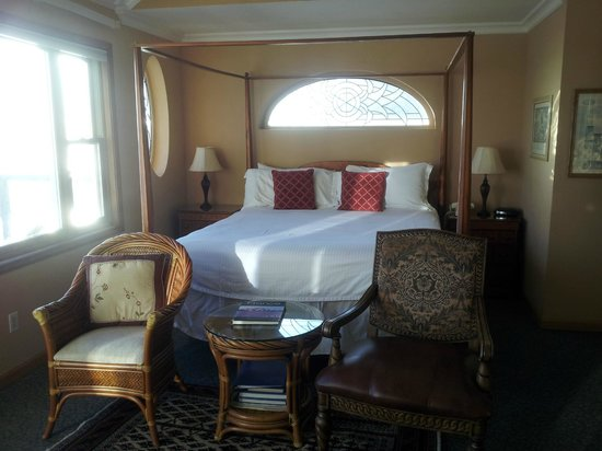 Breakers Inn : king bed