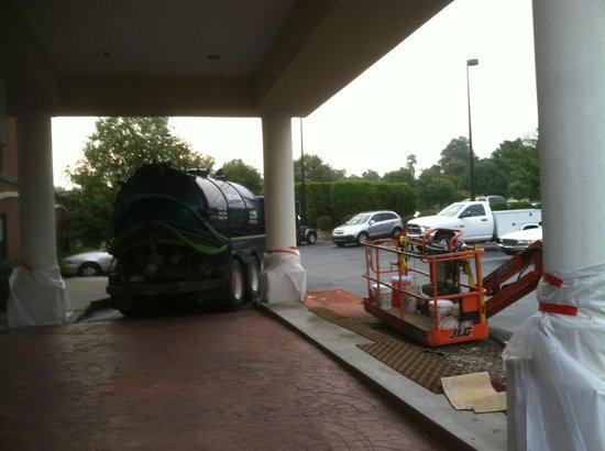 Wingate by Wyndham High Point: Really! You could not park out back?