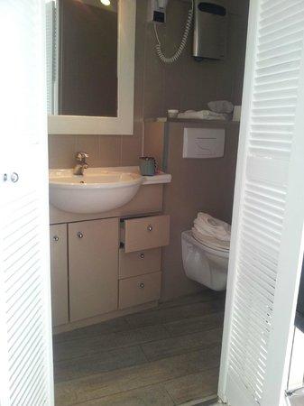 Hôtel de la Plage Mahogany : Bathroom