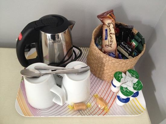 The Oriental : Well stocked tea & coffee tray