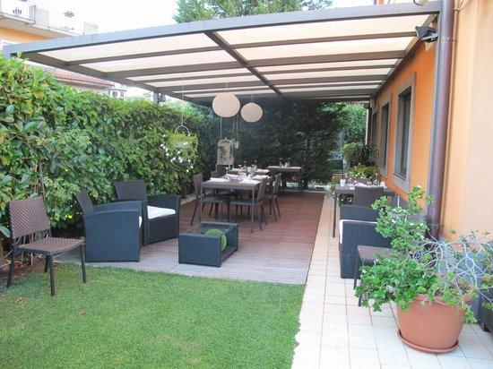 Il Nido dell'Etna : patio ristorante