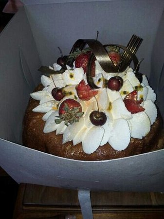 Peche Patisserie: cake from peche