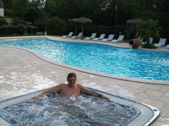 Hotel Brasserie Lacave : La piscine