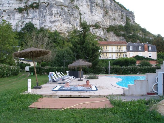 Hotel Brasserie Lacave: Vue côté jardin