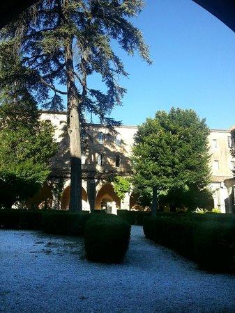 Hotel le Couvent Royal de Saint Maximin : Il Chiostro dalla finestra della camera