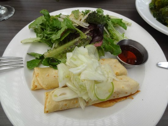 10 Acres Bistro Bar: crepe with fennel, ricotta and apple