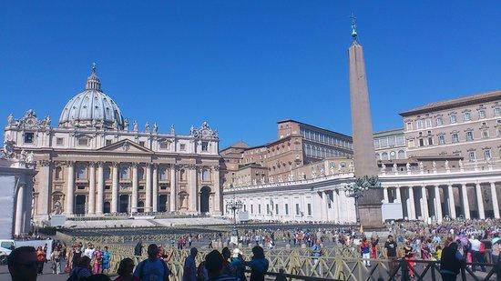 Corona Hotel : Vatikanstaten,Peterskyrkan