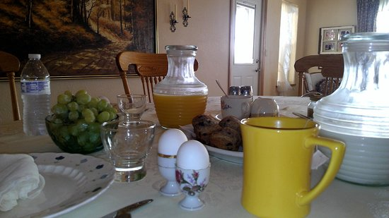 Sawin' Logs: Our Breakfast Table