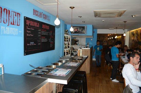 Delhi Grill: Bancone - Ingresso cucina