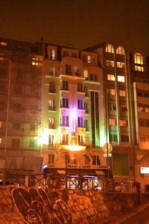 Peace and Love Hostel: frente do albergue