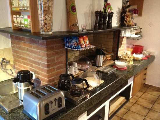 Alpenblick Hotel Pub & Restaurant: Breakfast