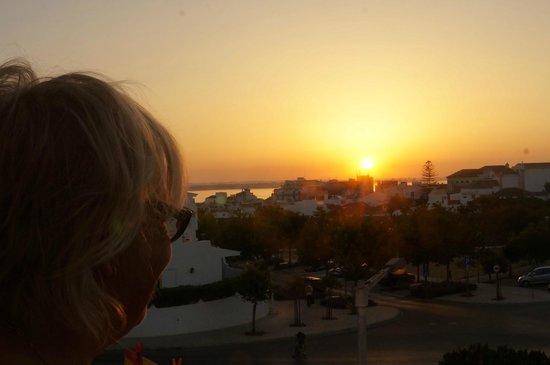 Angela Guest House : lever du soleil vue du balcon...
