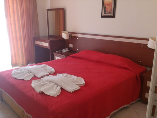 Moneba Suite Hotel : Chambre