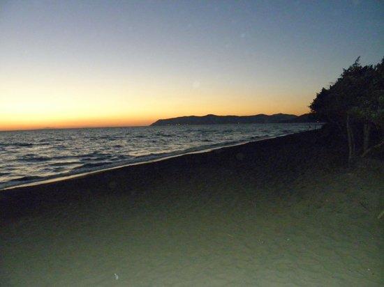 Residence Pineta: spiaggia attrezzata di giorno e accessibile la notte