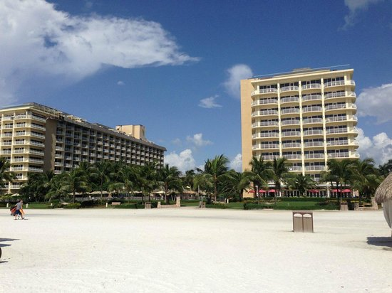 JW Marriott Marco Island Beach Resort : View from beach looking at towers