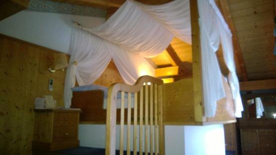 Luxury DolceVita Resort Preidlhof: Il letto a baldacchino !!