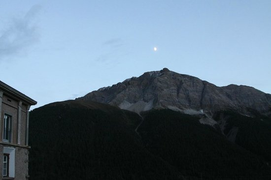 Hotel Castell: Blick auf Engadiner-Berge