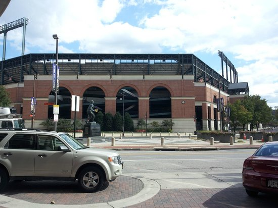 Hampton Inn Baltimore-Downtown-Convention Center: View of Camden yards from front door